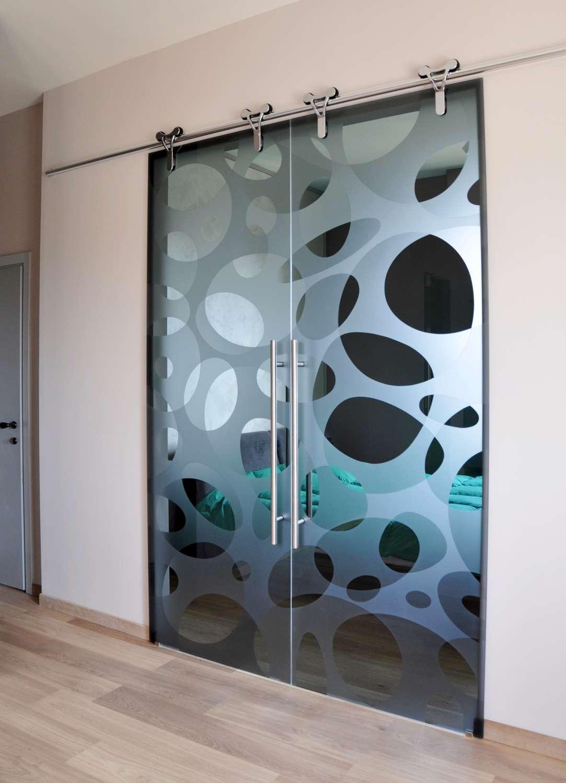 doppia-porta-cristallo-scorrevole-esterno-muro-logika-in-vetro-fume-trasparente-decoro-elastic-double-maniglie-round-02-cm-85-2-1500