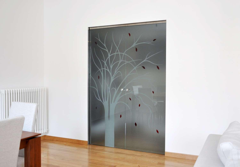 porte-cristallo-satinato-con-decoro-tree-su-controtelaio-a-scomparsa-scrigno-essential-2-1500